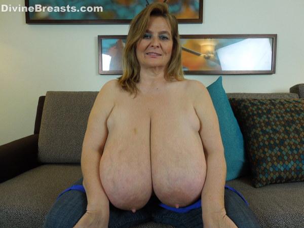 Busty-Sarah
