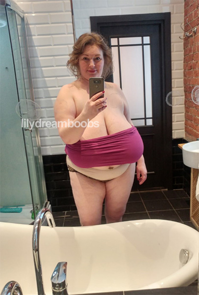 nude big round booty